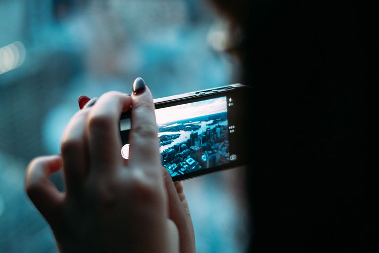 Read This and Take Better Photos on Your Phone (When You Can't Lug Around Your DSLR)